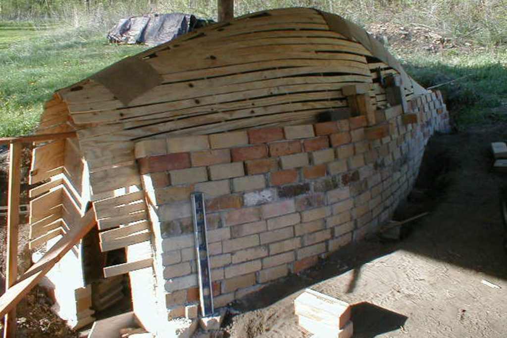 building the wood-fired kiln with bricks and a wooden form